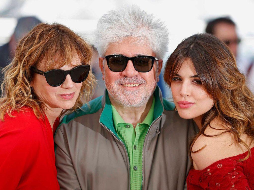 Adriana Ugarte, Pedro Almodóvar and Emma Suárez